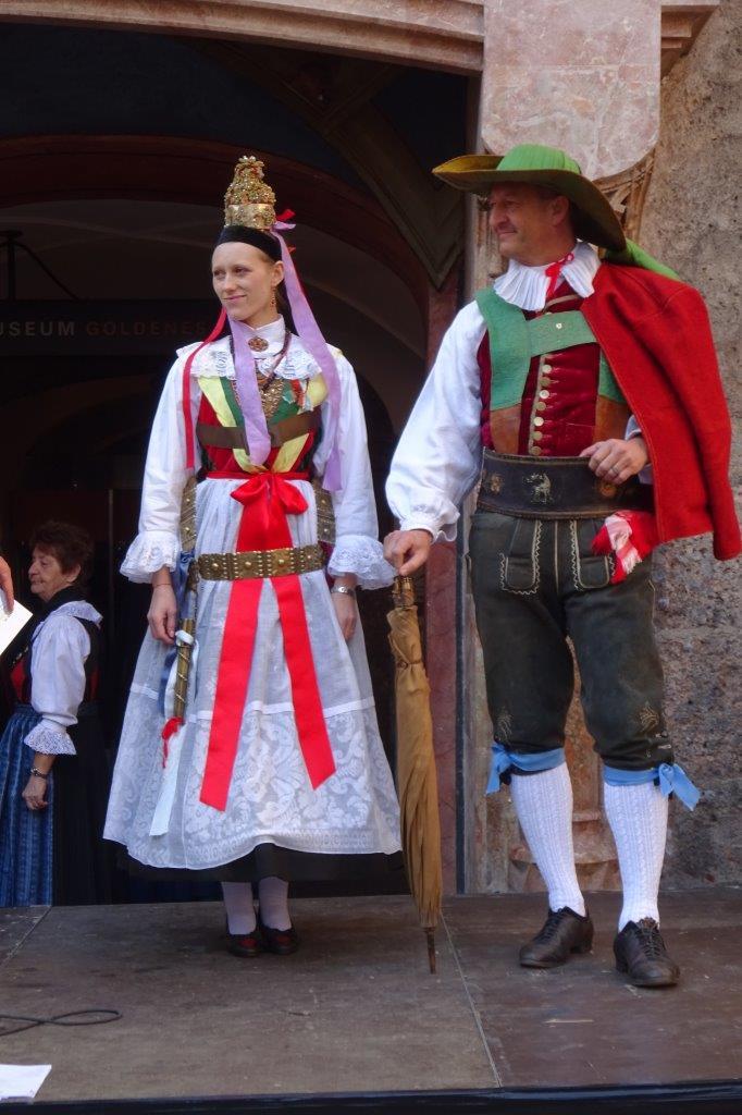 160 Jahr alte Grodner Hochzeitstracht